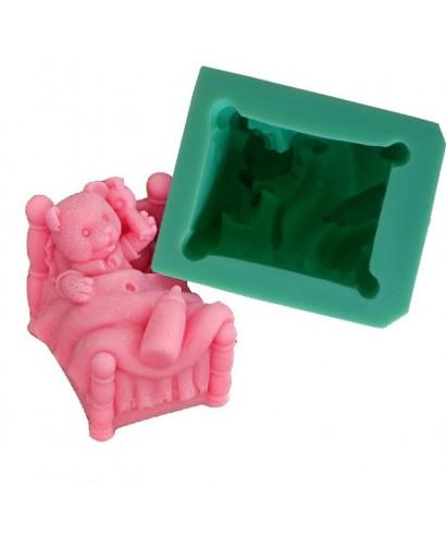 Moule silicone 3D bébé ourson dans son lit avec décors